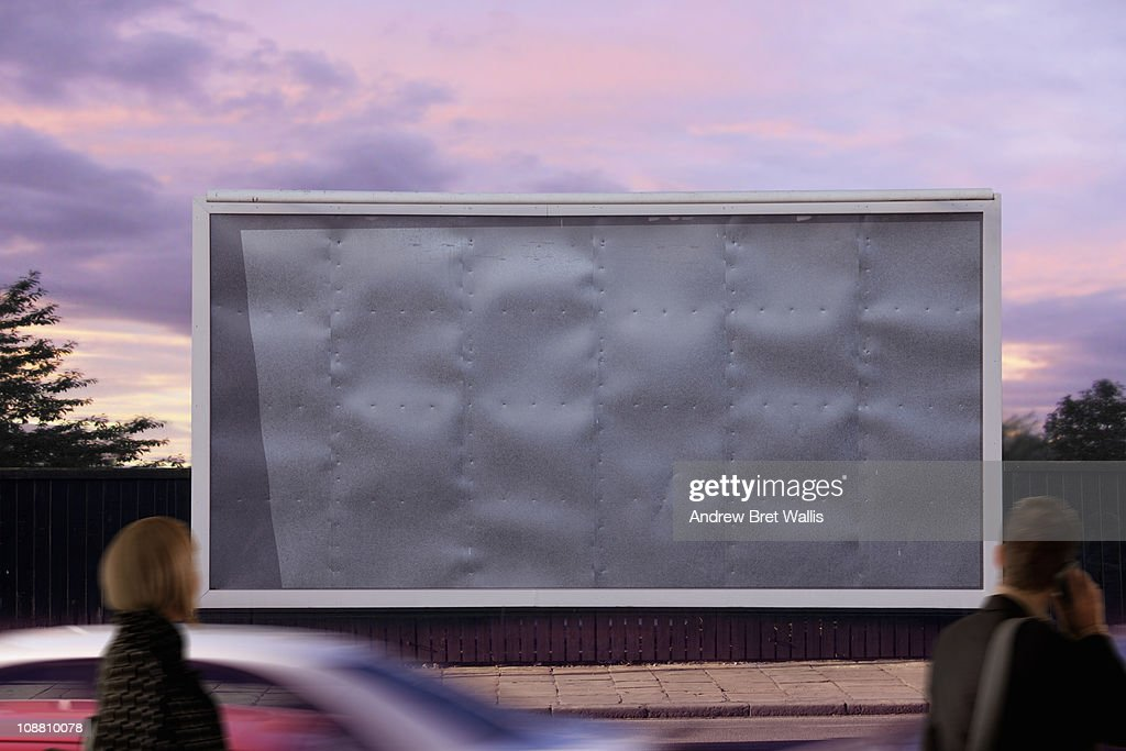 blank billboard with passing pedestrians : Foto stock