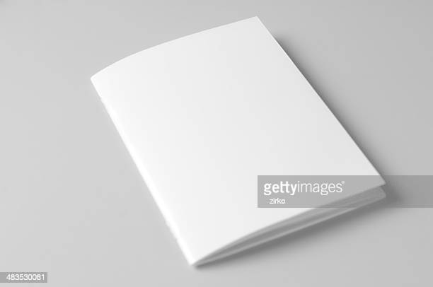 Brochura em Branco sobre fundo branco