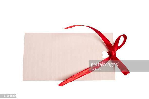 Carte vierge avec un ruban rouge