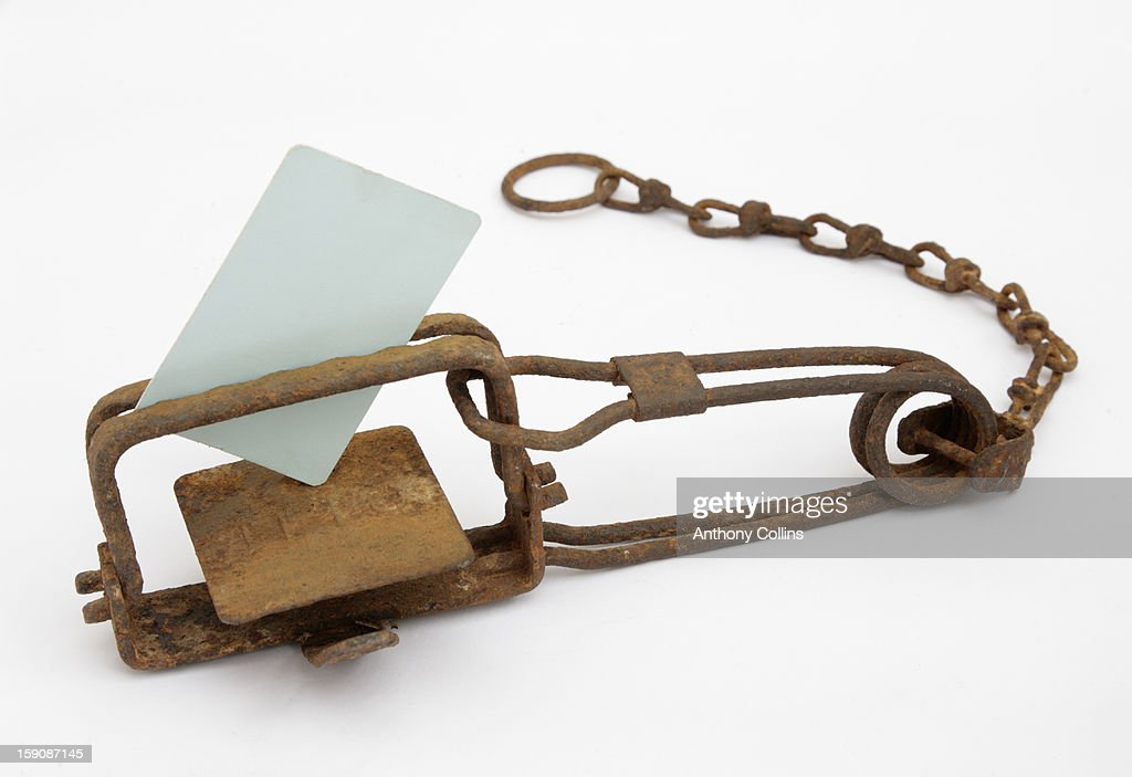 Blank credti cardcaught in a spring gin trap : Stock Photo