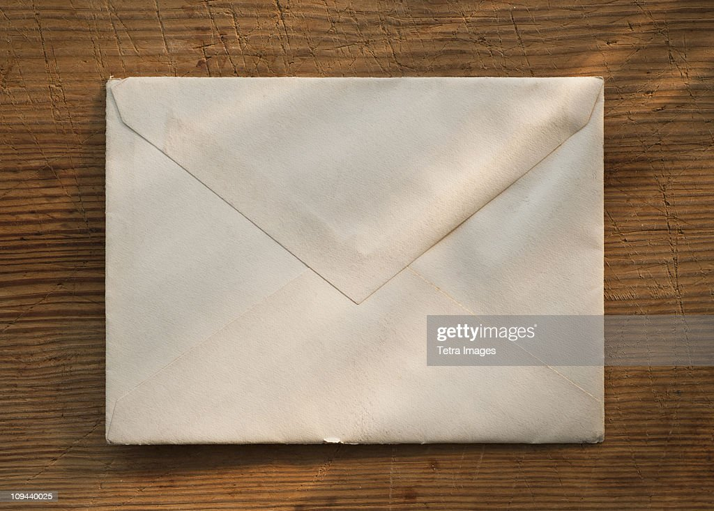 Blank envelope on wooden table : Foto stock