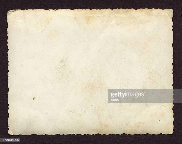Leere altes Texturiert Papier auf schwarzem Hintergrund
