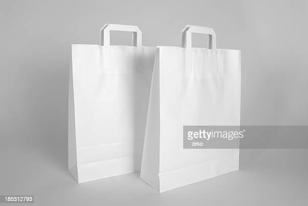 Bolsas de papel en blanco