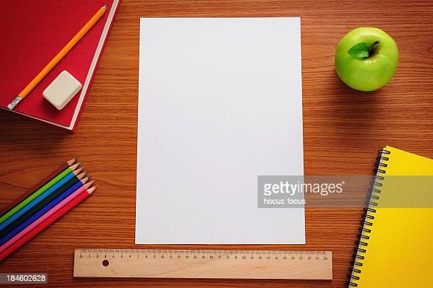 Carta bianco sulla scrivania