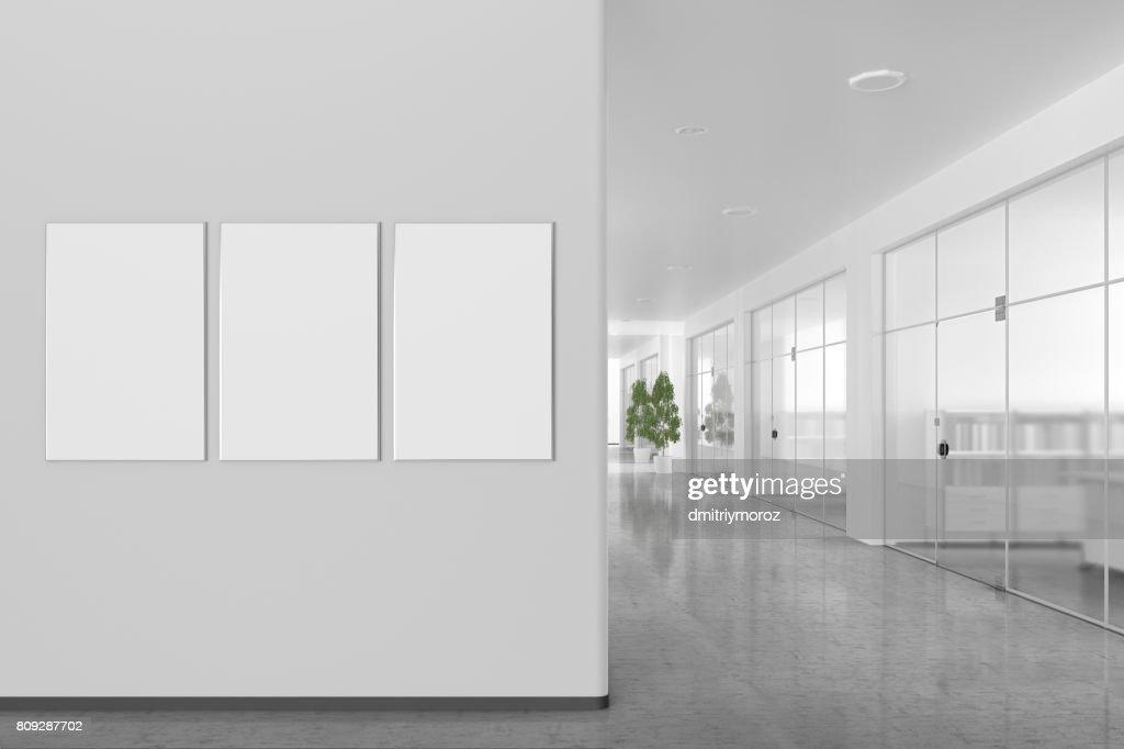 Affiche vierge sur le mur intérieur de bureau moderne photo