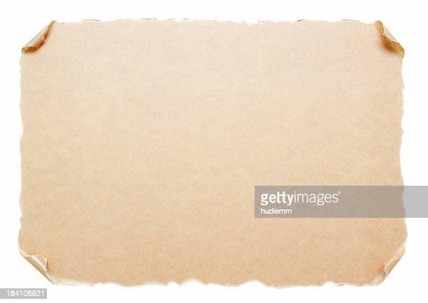 Papier Parchemin vierge isolé sur fond blanc