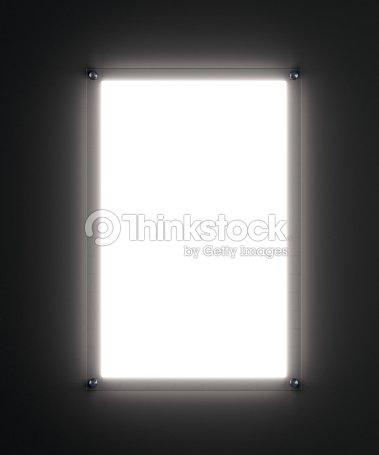 Maqueta cartel blanco en blanco en el sostenedor de cristal iluminada : Foto de stock