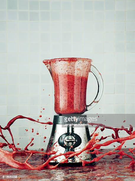 Blender making a Smoothie explodes its contents into the air