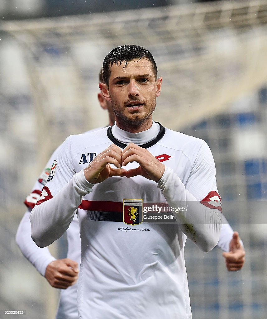 Blerim Dzemaili of Genoa CFC celebrates after scoring the opening goal during the Serie A match between US Sassuolo Calcio and Genoa CFC at Mapei Stadium - Citta del Tricolore on April 9, 2016 in Reggio nell'Emilia, Italy