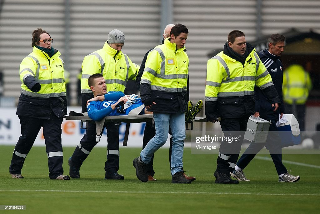 blessure goalkeeper Filip Kurto of Excelsior during the Dutch Eredivisie match between Excelsior Rotterdam and ADO Den Haag at Woudenstein stadium on February 14, 2016 in Rotterdam, The Netherlands