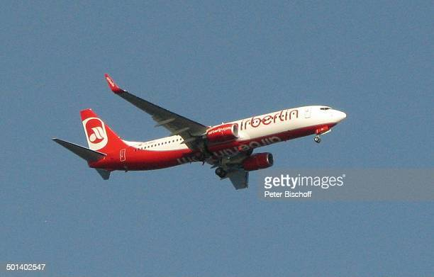 Blick auf Flugzeug 'airberlin' über H o t e l 'A r g o s' Talamanca Insel Ibiza Balearen Spanien Europa Fluggesellschaft Reise AS DIG PNr 663/2010...