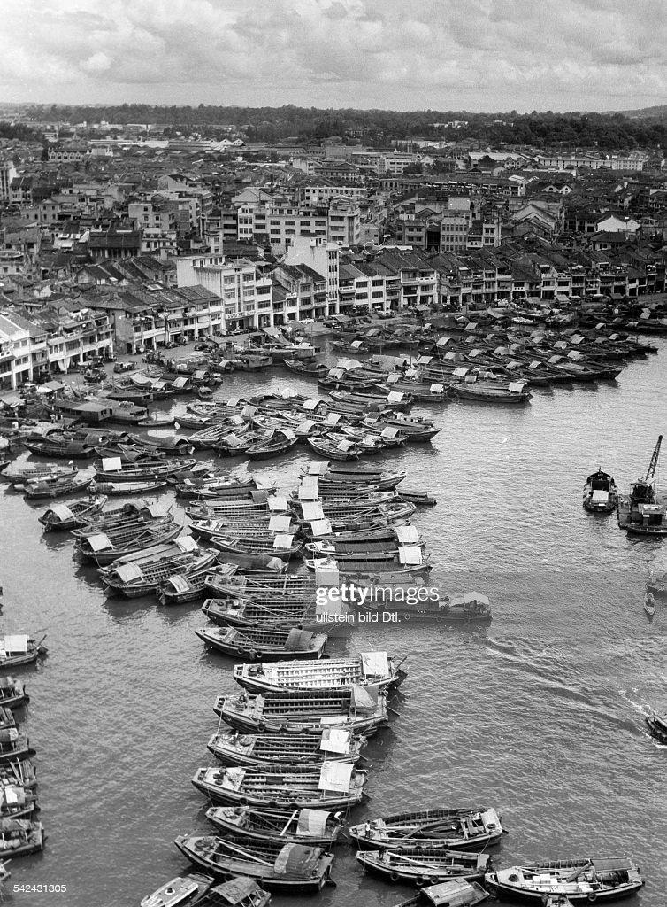 Blick auf Singapore River Umschlagplatzfür Frachtgüter um 1960