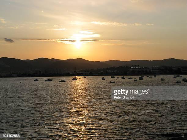 Blick auf Talamanca beim Sonnenuntergang Insel Ibiza Balearen Spanien Europa Boot Boote Reise AS DIG PNr 663/2010 Foto PBischoff Jegliche FotoNutzung...