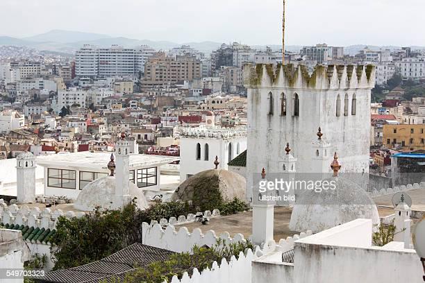Blick über die Daecher der Kasbah auf die Neustadt in Tanger Marokko