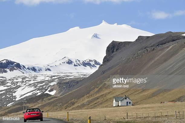 Blick zum dauerhaft schneebedeckten 1446 m hohen Gipfel des Vulkans Snaefellsjökull auf der Halbinsel Snaefellsnes aufgenommen am 19 Mai 2012