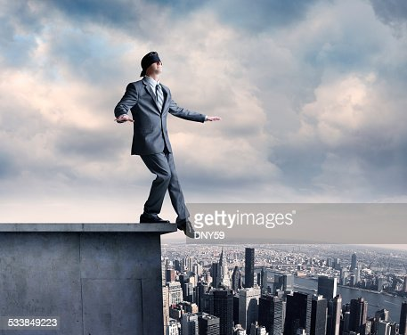 Bendato Uomo d'affari su terrazza