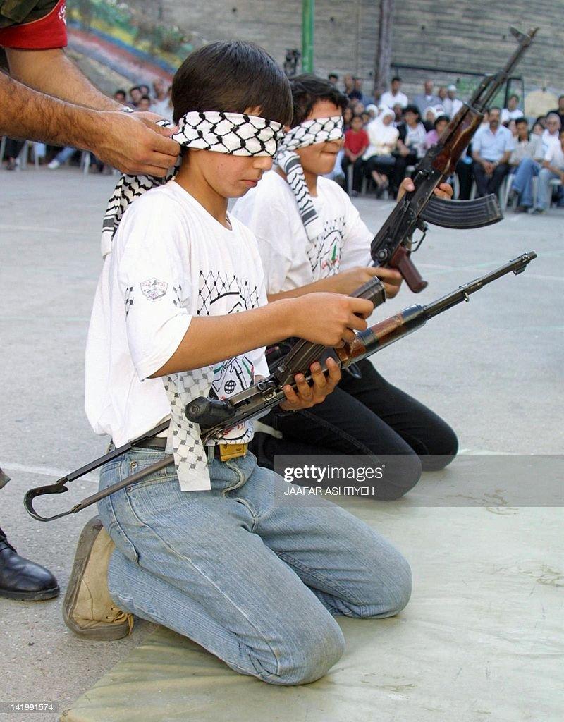 للمقاومة الفلسطينية 2001 blindfolded-palestin