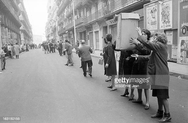 Blockade Of Bab El Wadi Alger 25 mars 1962 Le quartier de Bab El Oued en état de siège suite à l'assassinat de six appelés du contingent par l'OAS...