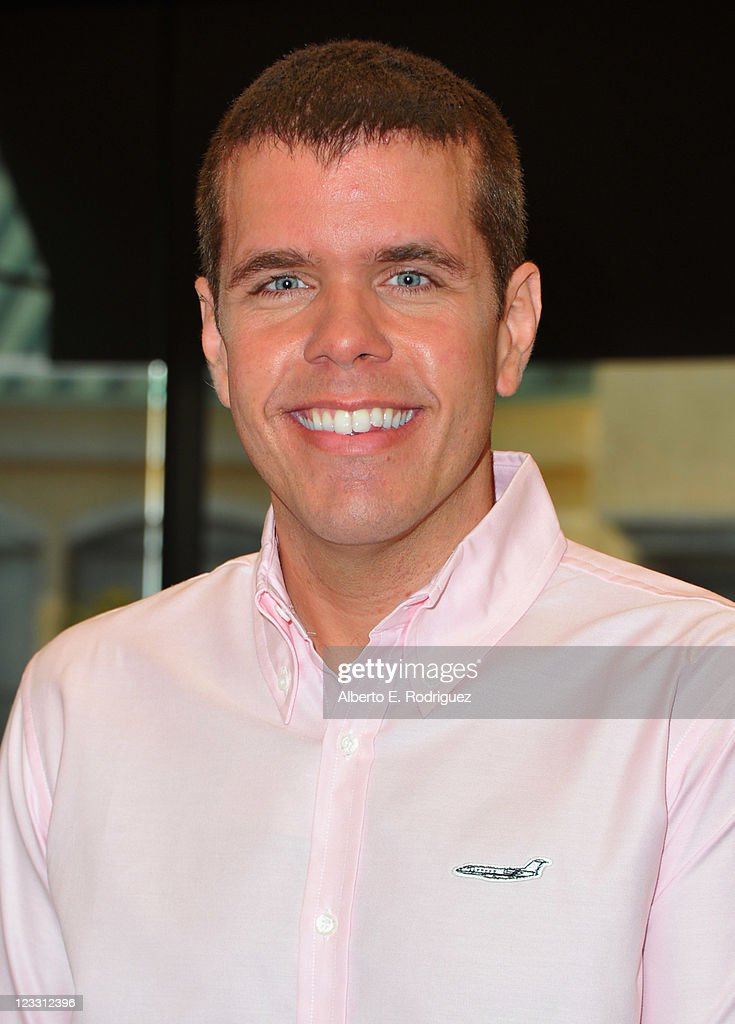 Blogger <a gi-track='captionPersonalityLinkClicked' href=/galleries/search?phrase=Perez+Hilton&family=editorial&specificpeople=598309 ng-click='$event.stopPropagation()'>Perez Hilton</a> attends a signing for his new book 'The Boy With Pink Hair' at Barnes & Noble at The Grove on September 1, 2011 in Los Angeles, California.