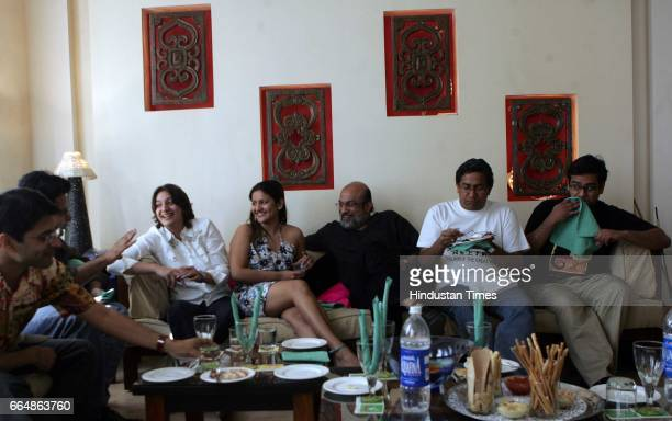 Bloggers Offline Meet Blogger Brunch a group of Blog writers from Mumbai are meeting up offline at Mumbai