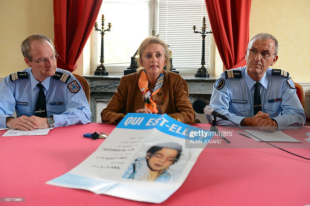 Blois' prosecutor, Dominique Puechmaille (C) speaks during a press conference on September 24, 2012 in Blois to announce that she reopens the case of an unidentified three or four-year-old girl found dead on August 11, 1987 on the motor highway A10, near Blois.