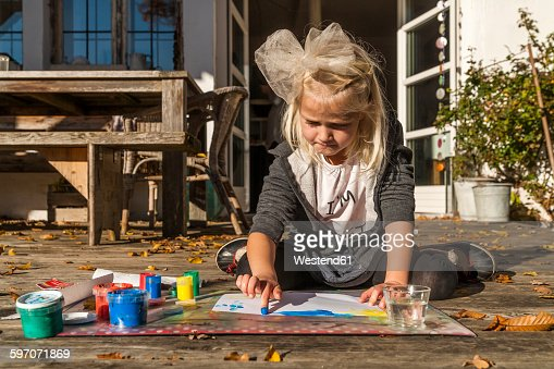 4 Girls Finger Painting Stock Photos And Pictures Getty