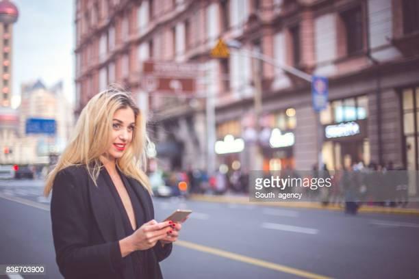 Blonde Frau SMS