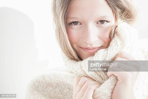 Blond woman wears a cosy woolen pull-over