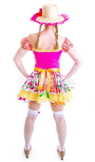 Menina Loira vestindo roupas