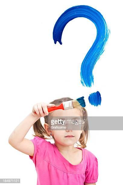 Blonde petite fille peinture Point d'interrogation sur la fenêtre