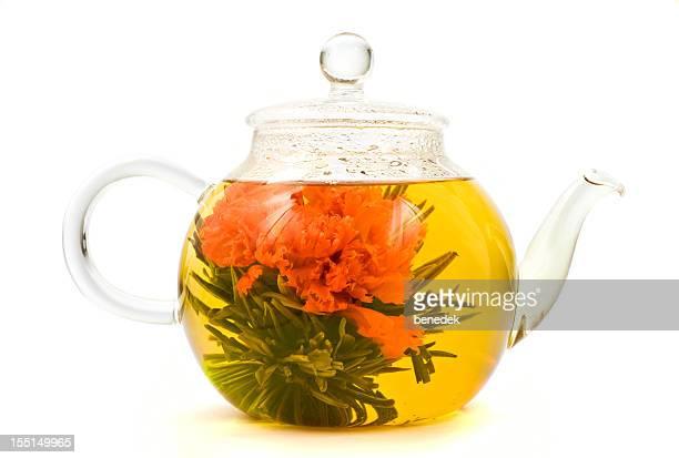 花、花茶のティーポットのガラス