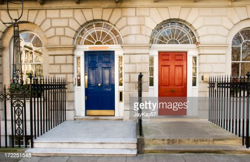 ブルーとレッドドア