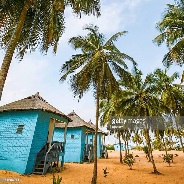 Blue les bungalows sur la plage.
