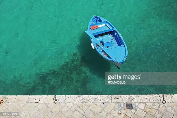Blu barca dall'alto Tricase Porto, Puglia Italia