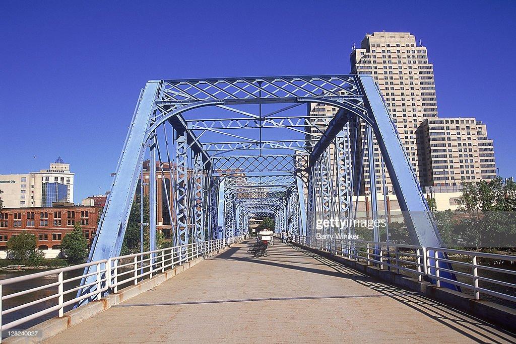 'Blue Bridge' crossing Grand River, Grand Rapids, MI : Stock Photo