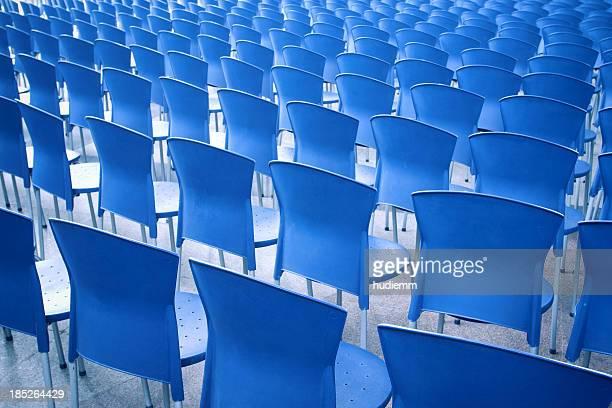 ブルーの椅子