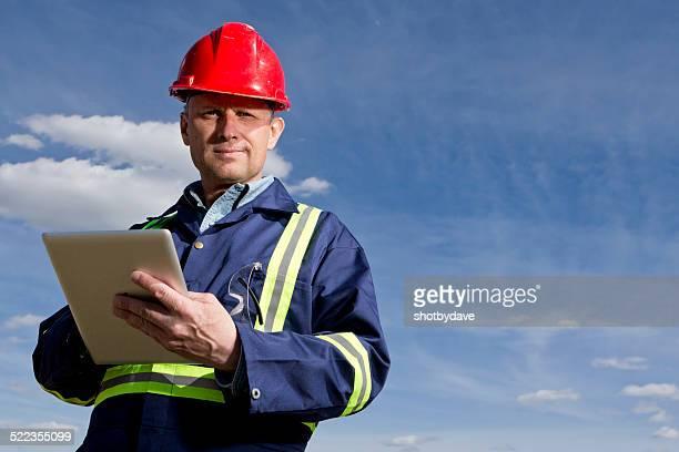 """Blue-Collar Worker mit einem Tablet-Computer"""""""