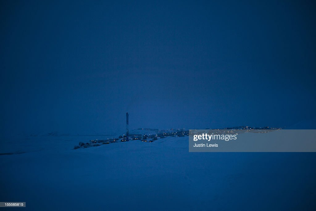 Blue darkness upon a small Greenlandic snowy town : Stock Photo