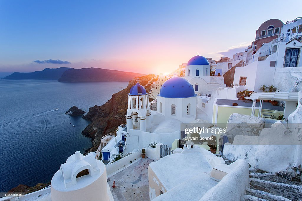 Blue domed churches at sunset, Oia, Santorini : Photo