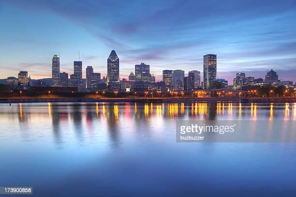 Blue Abend-Himmel über Montreal Stadt