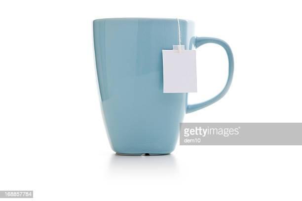 Tasse bleue avec un sachet de thé
