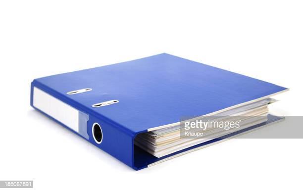 ブルーのオフィス関連バインダーに紙を背景に白色