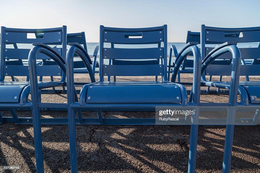Sedie Blu Nizza : Blu sedia posti a sedere allaperto sul lungomare di nizza francia