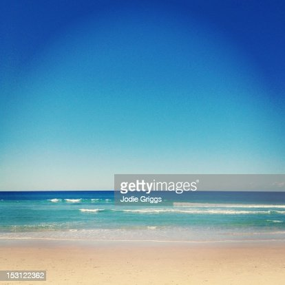 Blue skies over aqua ocean waters at beach : Stock Photo