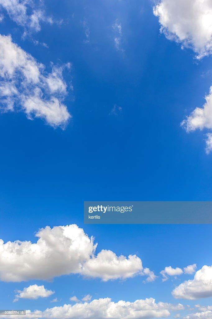 Ciel bleu et nuages, fond naturel : Photo