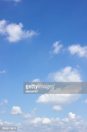 Céu azul e branco Nuvem : Foto de stock