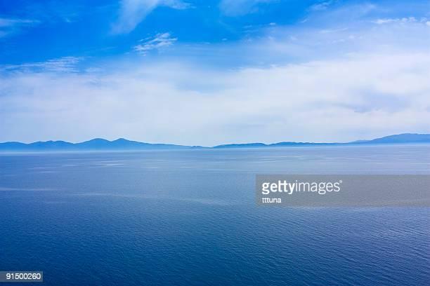 Nuages et ciel bleu de la mer en photo de la beauté de la nature