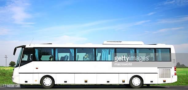 Ciel bleu sur le transport en Bus