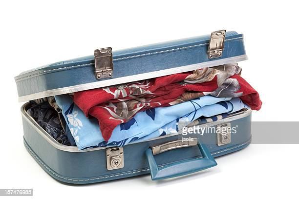 Azul maleta llena de ropa