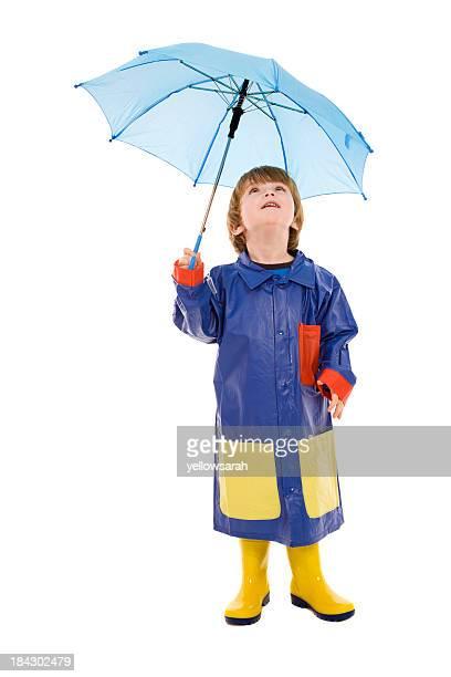 Garçon avec parapluie bleu